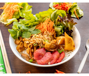 Mixed meats vermicelli salad