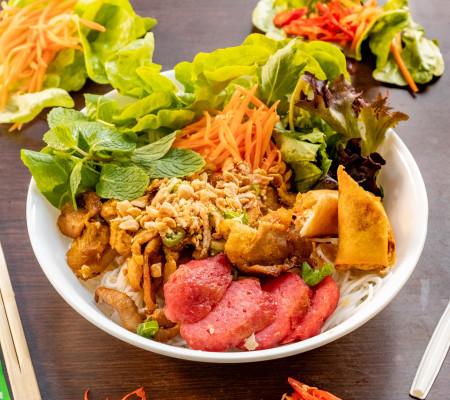 Charcoal pork vermicelli salad